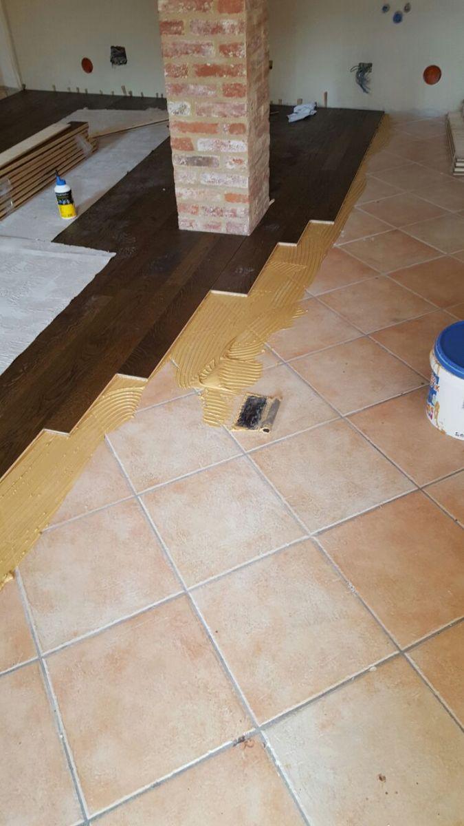 Installazione parquet su ceramiche parquet incollato posa su ceramica posa parquet su - Parquet da incollare su piastrelle ...